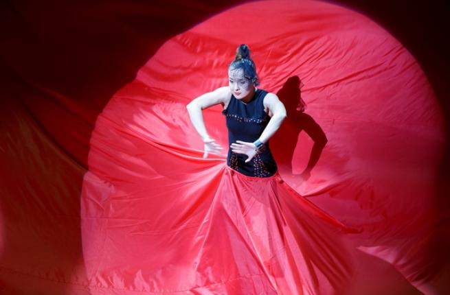 показ Красное платье
