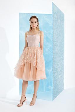 Кружевное платье на бретелях EMSE