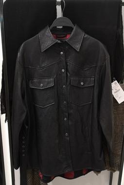Черная рубашка из кожи ZARA