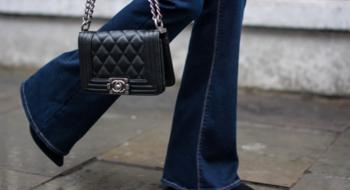 Джинсы клеш — незаменимая вещь сезона. Как носить джинсы клеш?