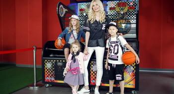 """Выбираем одежду для многодетной семьи в торговом центре """"МОМО"""": в Gloria Jeans!"""