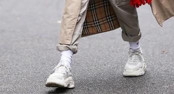 Женские кроссовки и кеды для различных повседневных образов